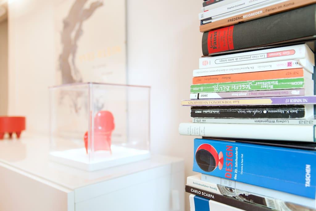 kleine Auswahl internationaler Bücher/ small selection of internal books