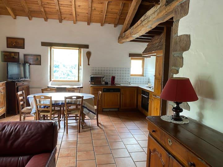 Petite maison en pierres au Pays Basque