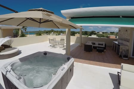 Romantic Beachfront Getaway Penthouse with Hot Tub