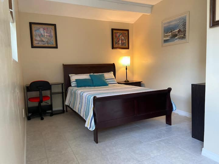 Cozy Private room QueenBed/Universal/Outlets/Parks