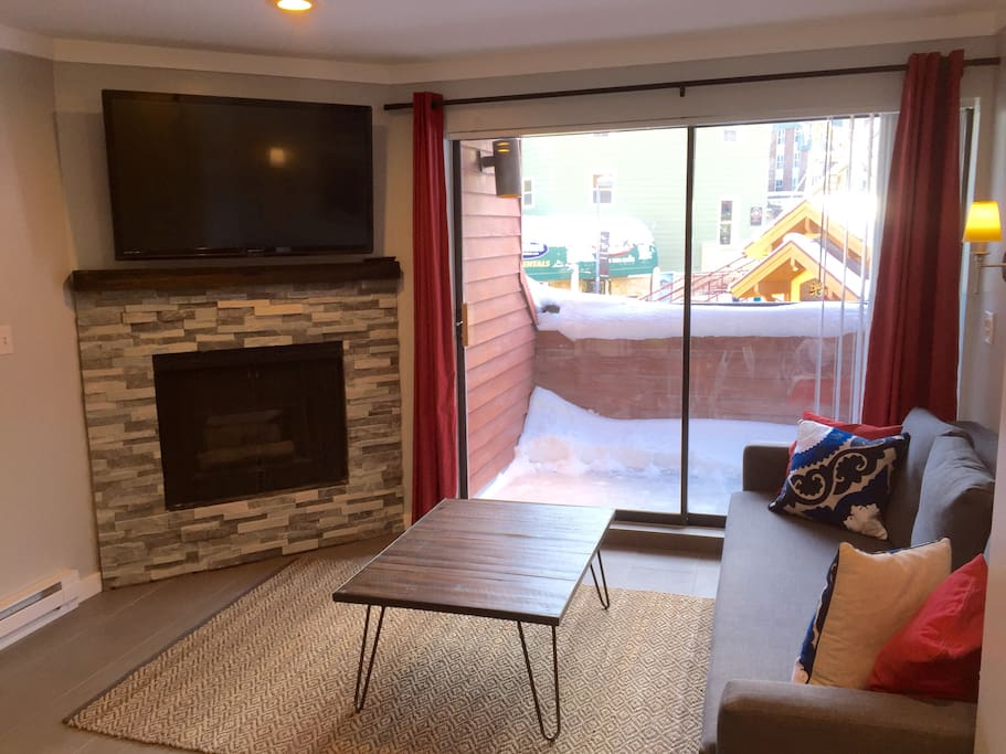 Cable TV, Balcony and gas burning fireplace