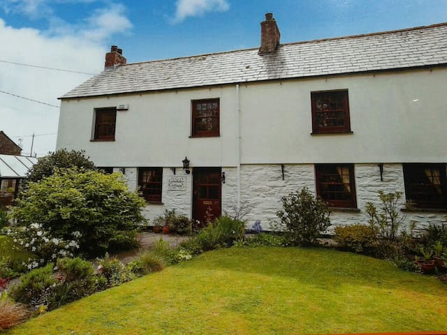 Lavender Cottage, B&B, Charlestown  - Saint Austell - House
