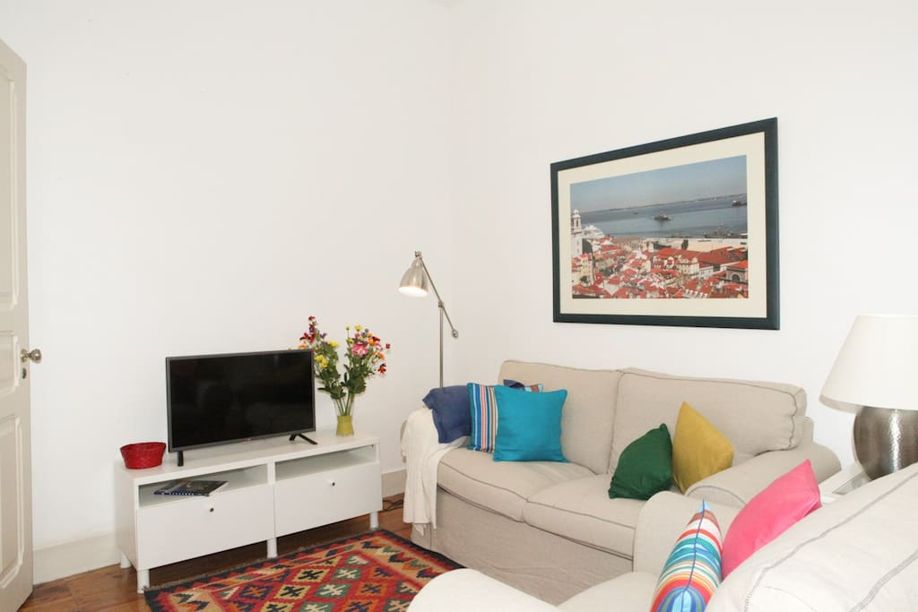 Comfortable living room with TV with internacional channels and WI-FI access