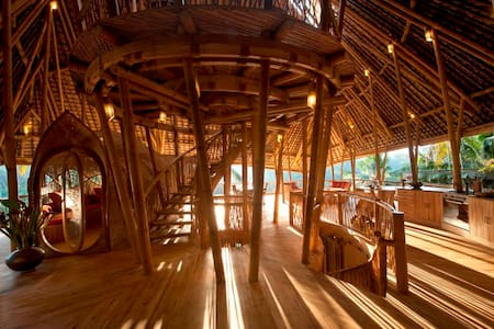 Stunning All Bamboo House by River - Abiansemal - Casa