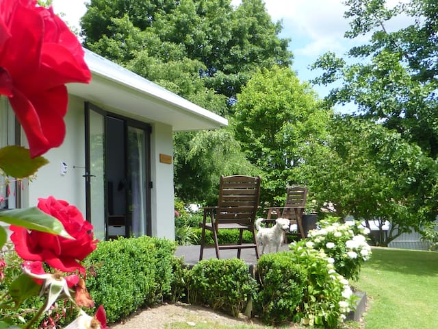 Tranquil private garden retreat - Aongatete - Appartement