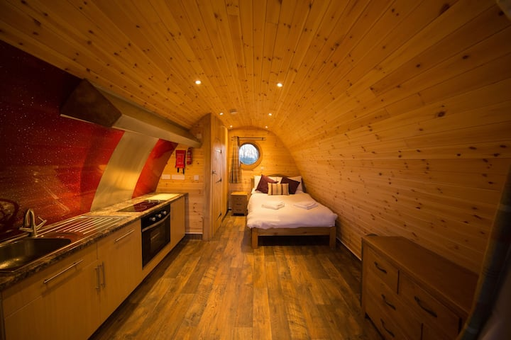 The Old Oak Glamping Pod, Wall Eden Farm