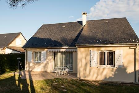 Maison avec vue sur les pyrénées - Avezac-Prat-Lahitte - Hus