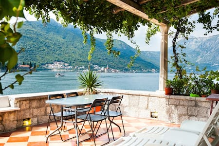 Waterfront with extraordinary view - Perast - 아파트
