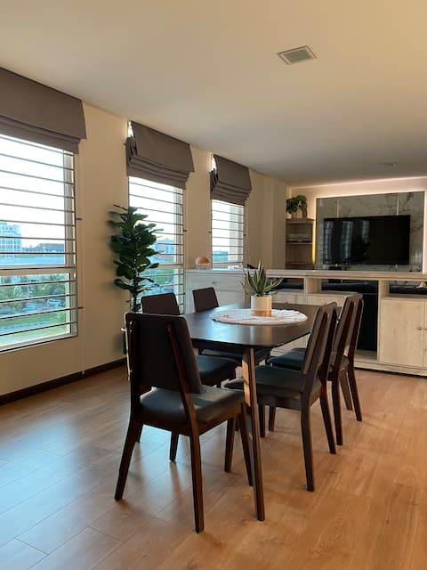 Cosy & Lovely 3 Bedrooms Apartment by Home.bwn