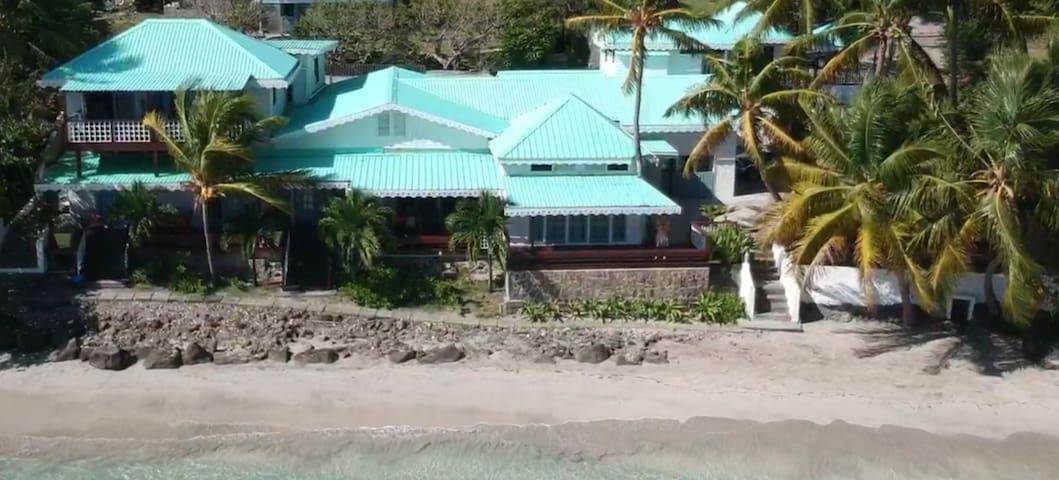 Beachfront Cottage Bequia