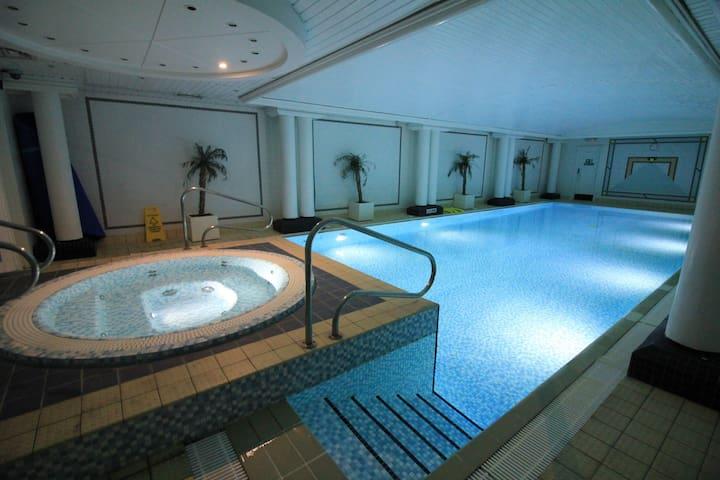 Room With Patio, Pool, Jacuzzi - 3 Min To Big Ben