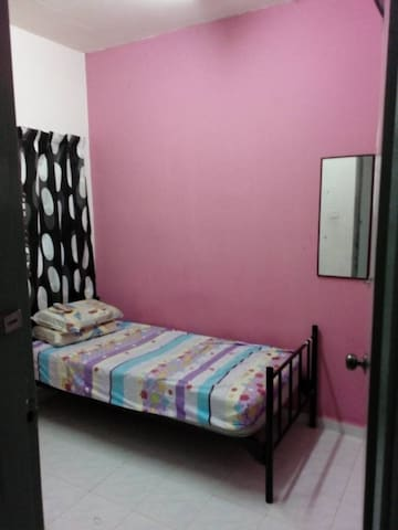 Female Single Room near UTM.