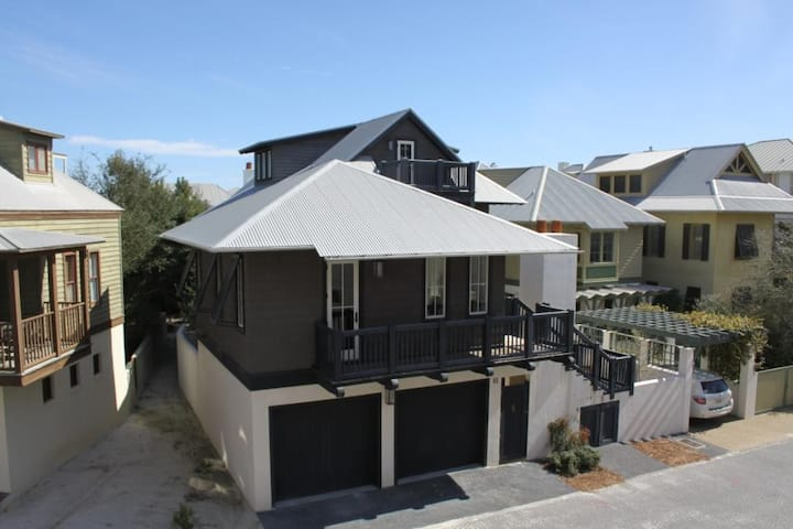 Hartsfield Carriage, South of 30A, Steps to Beach & Towncenter, Sleeps 4, Gulf-Views!
