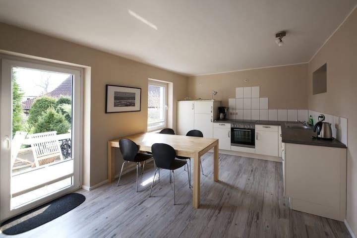 Ferienwohnung Berta, mit Terrasse - Hiddensee - Lägenhet