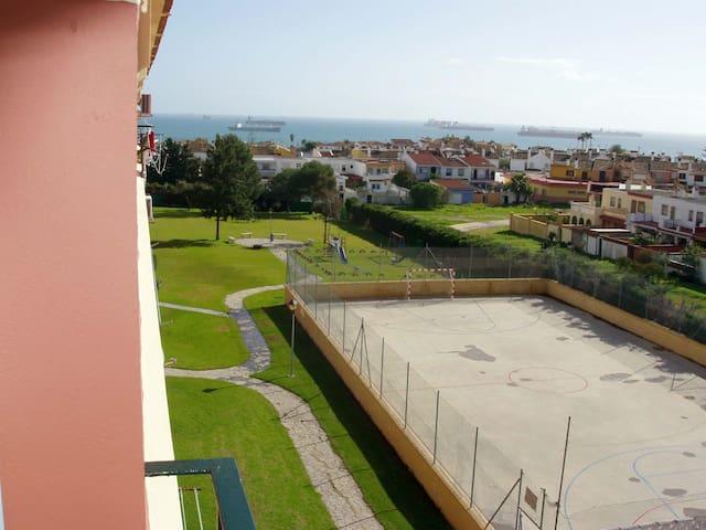 Apartamento playa en urb. Privada - Algeciras