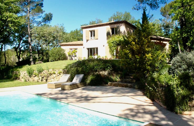 Charming property with pool    - Néoules - 度假屋