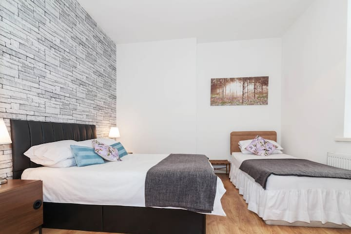 Large open plan flat in Liverpool city centre