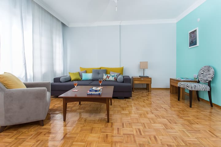 Stylish 2BD btw Beach and Old Town
