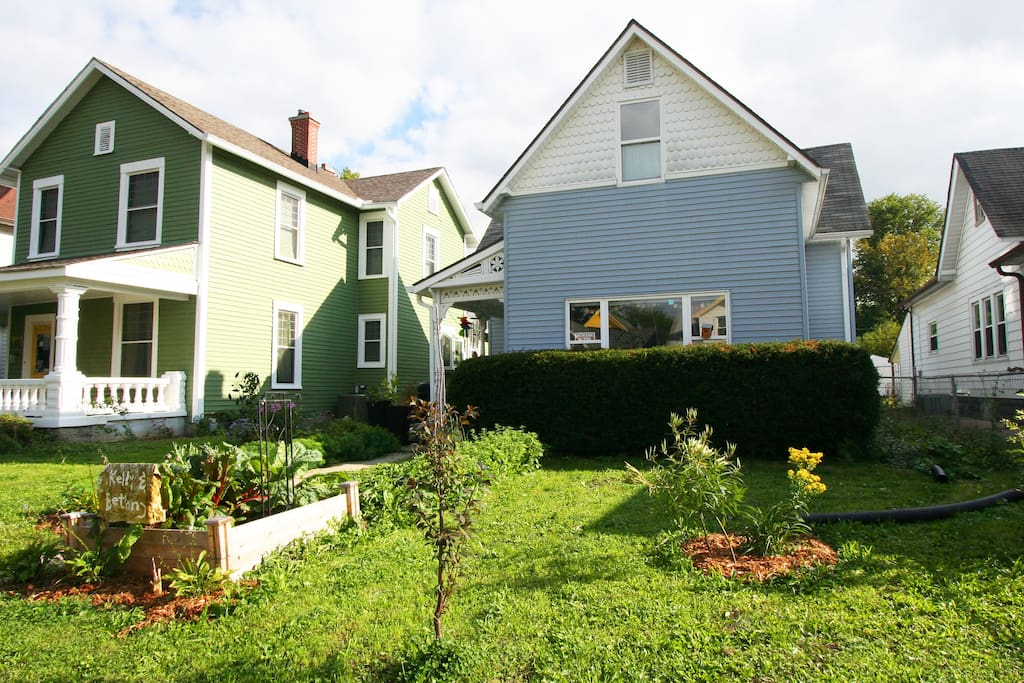Cute, remodeled 1890s home!This adorable 1890s house was completely renovated, and the location is walkable to everything from a peaceful street just 6 blocks to the square.