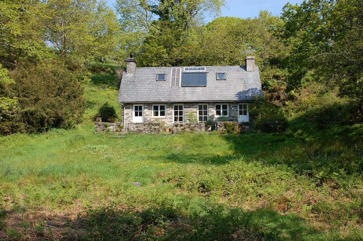 Secluded cottage set in 30 acres - Maentwrog - House