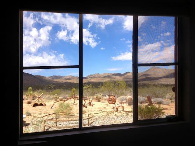 An Artist's Getaway - Yucca Valley