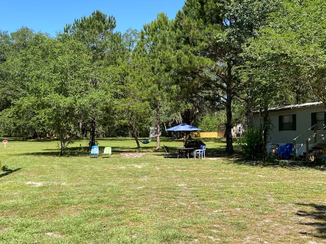Great Spot!Near Springs,parks,I75.Private-peaceful