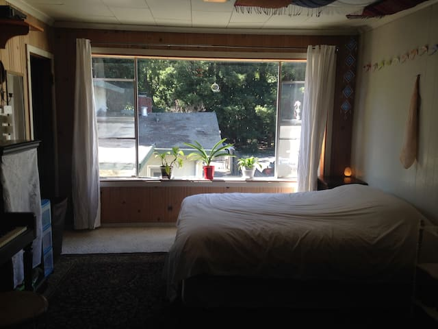 Cozy studio cottage in the heart of Fairfax
