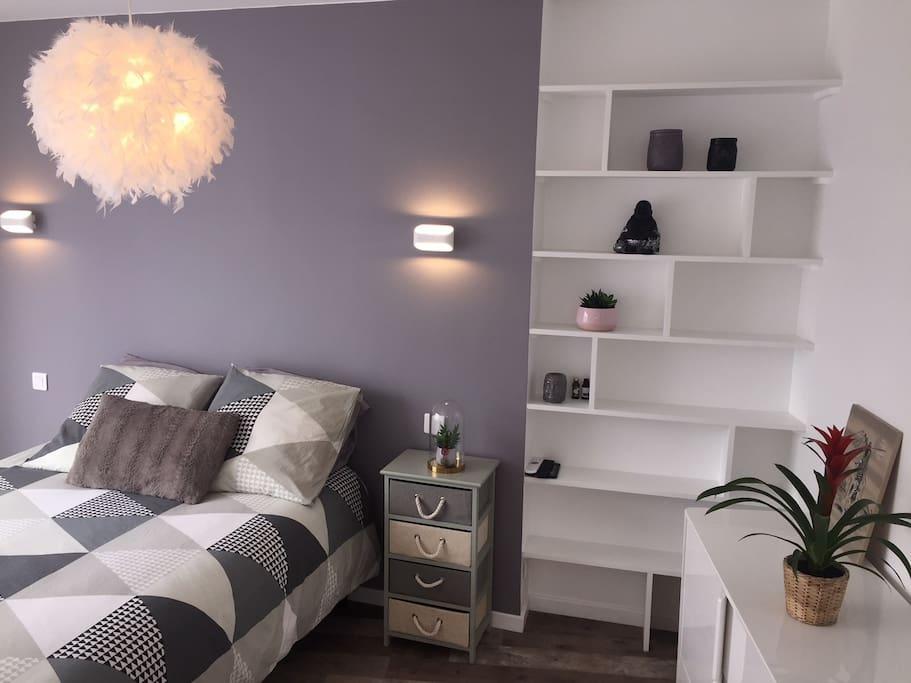 Chambre calme avec petit balcon