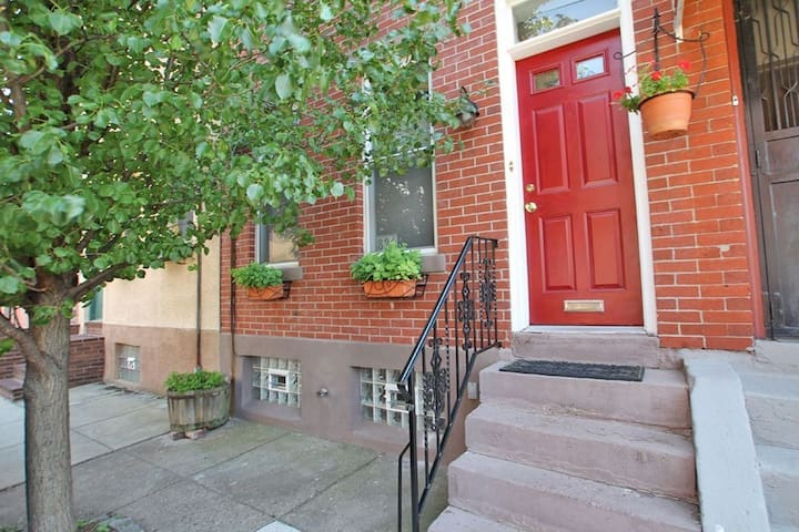 Charming 2 BR House, Fab Location! - Philadelphia - House