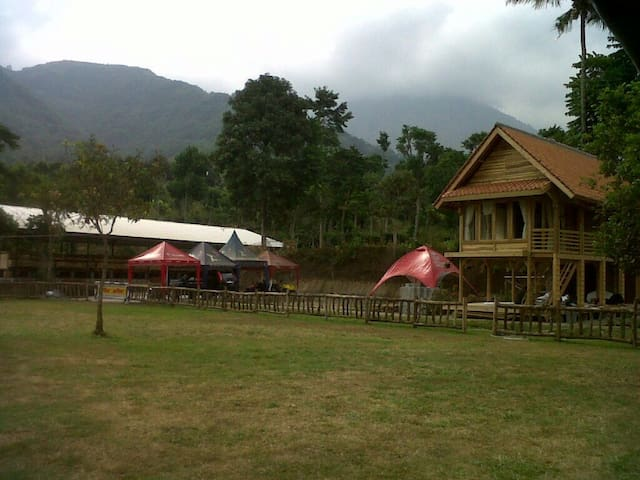 Amazing view from your seat - Tarogong Kaler, Garut - Huis