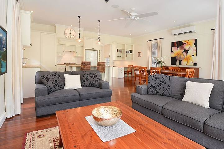 Executive Home in Wooloowin - Wooloowin - Ev