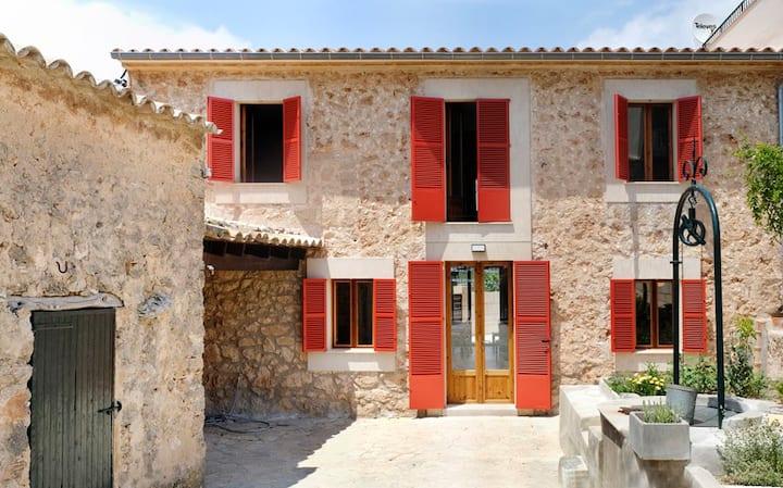 Casa familiar tradicional totalmente reformada