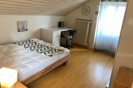 Chambres à louer dans jolie maison.