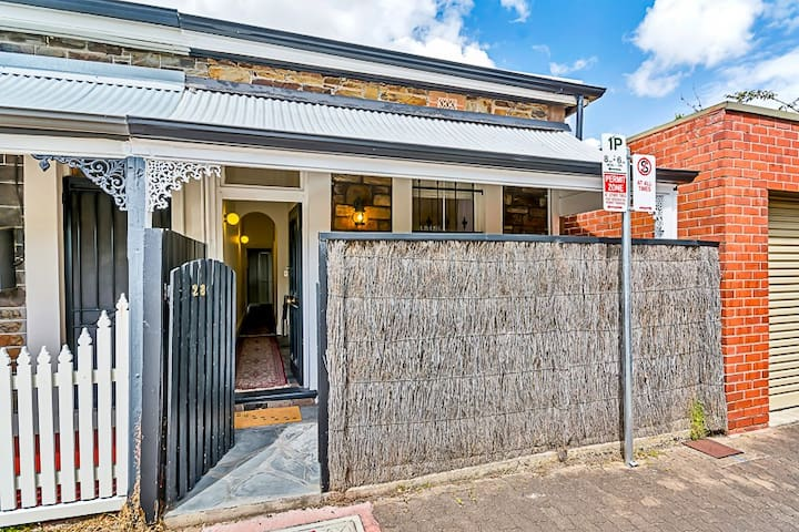 Central city bluestone cottage - Adelaide - Huis
