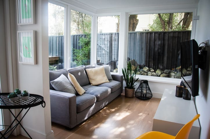 Perfectly positioned, modern space near Eden Park - Auckland - Villa