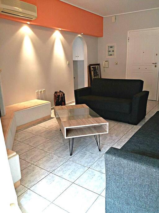 Living Room, Σαλόνι