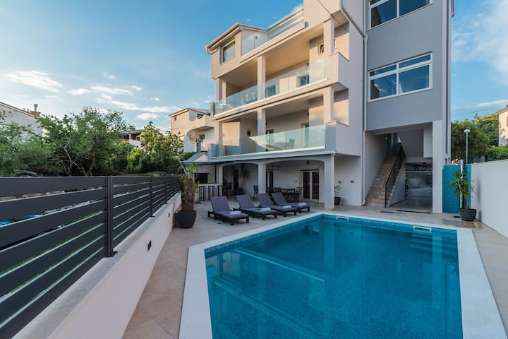 Noa-luxury apartment with swimming pool and BBQ