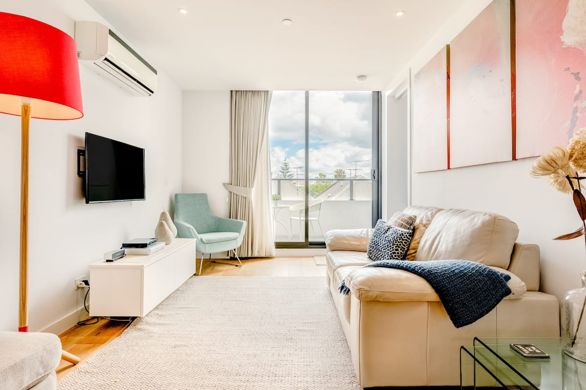 Stylish Apartment Close to Port Melbourne Beach