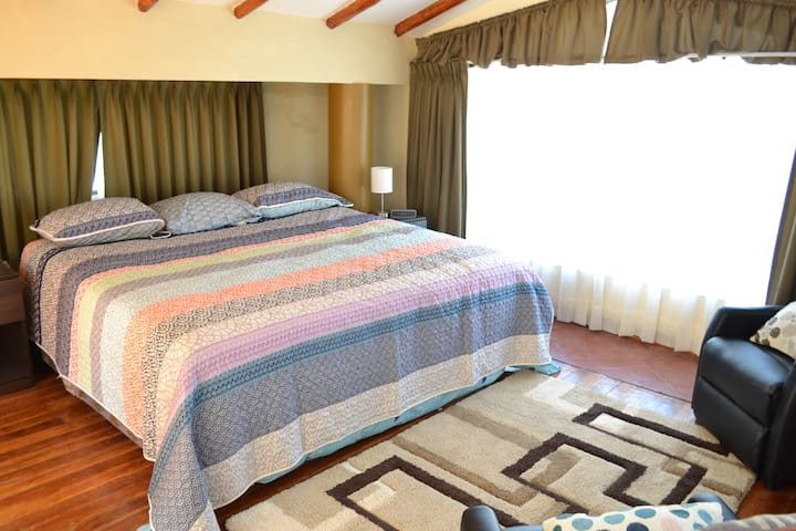 Charming Bedroom with Rooftop and Kitchen - Cusco - Huis