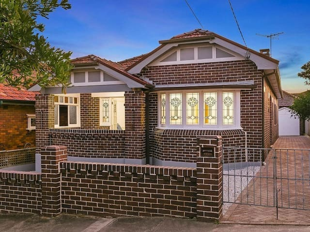 Inner Sydney Home: Stylish Federation House - Dulwich Hill - Huis
