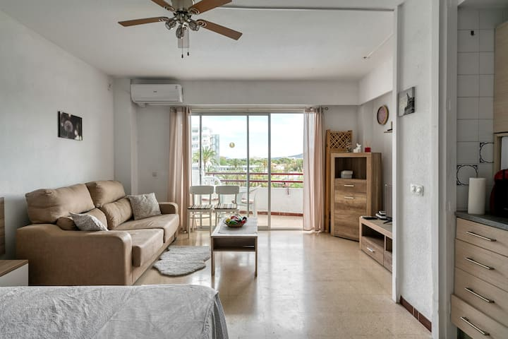 Lovely studio apartment with communal pool