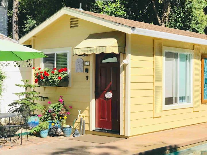Camilla's Poolside Cottage  Private Entrance & Spa