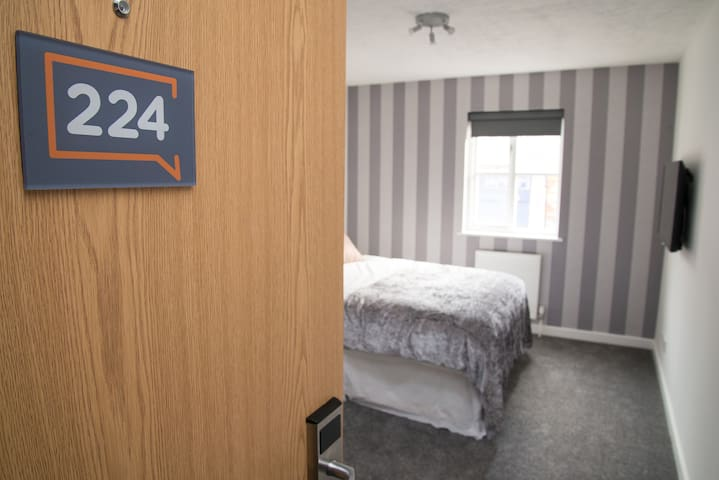 Modern Deluxe Studio Apartment Orpington