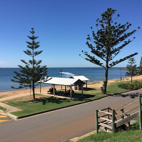 Only 1- minute walk to beautiful Queens Beach