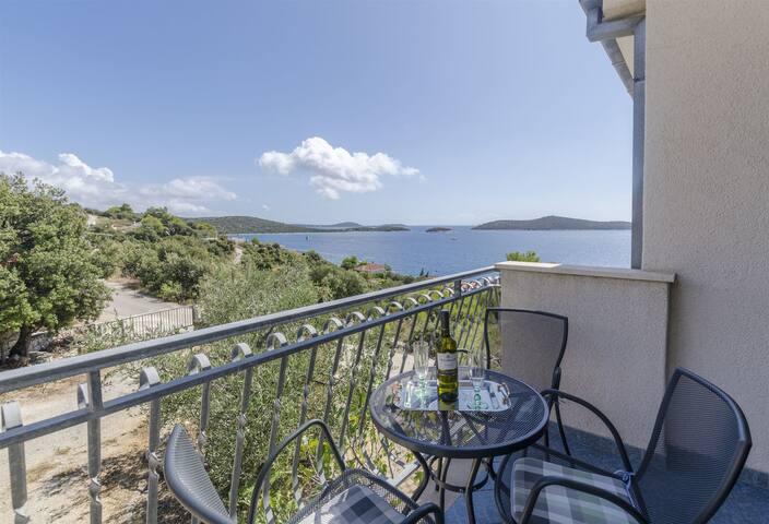 Apartman s jednom sobom, blizu mora, Sevid, Balkon