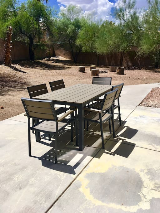 Large Backyard great for Pets and Family Fun