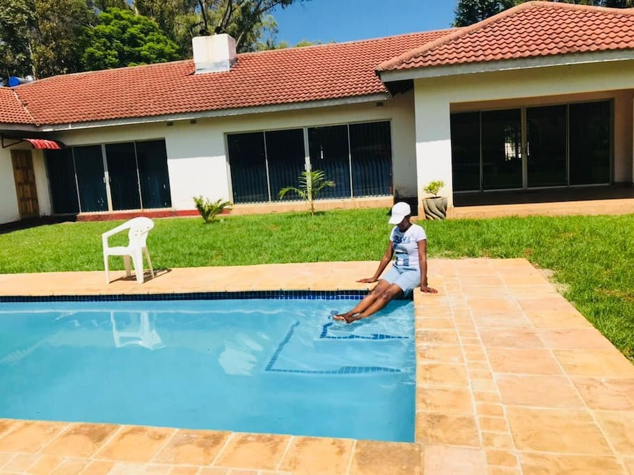 The crown inn guest house bed and breakfasts for rent in for Beds zimbabwe
