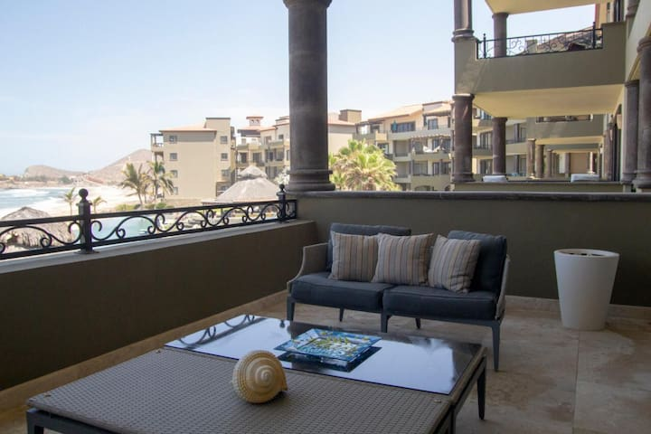 Enjoy your vacation in this beautiful oceanfront condo at Sol Paraíso Cerritos!
