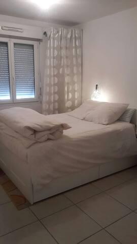Chambre dans T2 terrasse jardin - Nîmes - Apartament