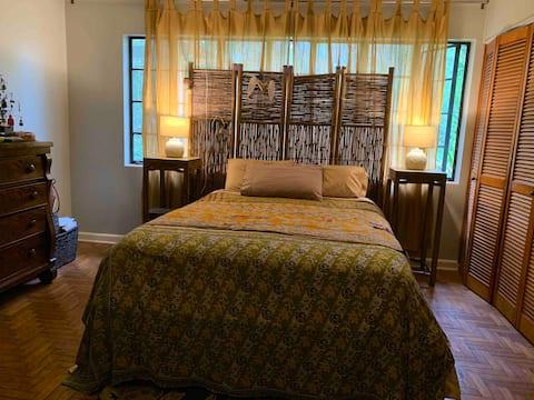 Calm Cottage ZEN Bedroom - Near UF
